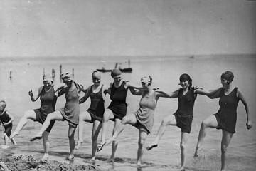 Dancing_on_the_beach